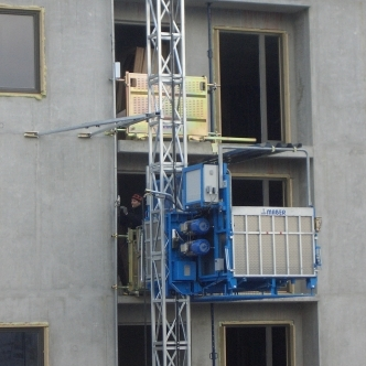 Large Platform Hoists 500kg – 2000kg